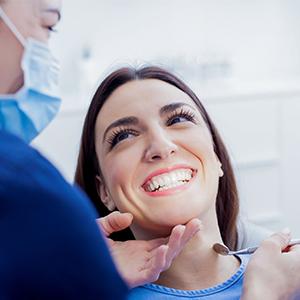Сравнение съемных и постоянных зубных имплантов